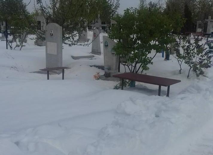 Mitropolia recomandă oficierea slujbelor de pomenire în lăcașele sfinte și nu în cimitire