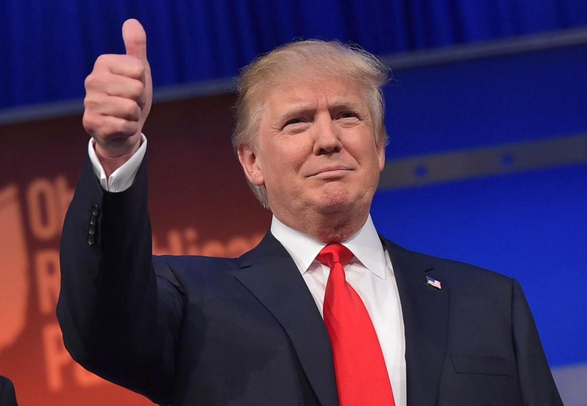 Iată secretul: De ce Donald Trump poartă același tip de costum și nu a fost văzut niciodată în blugi