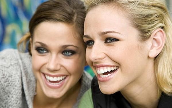 (STUDIU) Curios: De ce râd oamenii? Iată explicația cercetătorilor