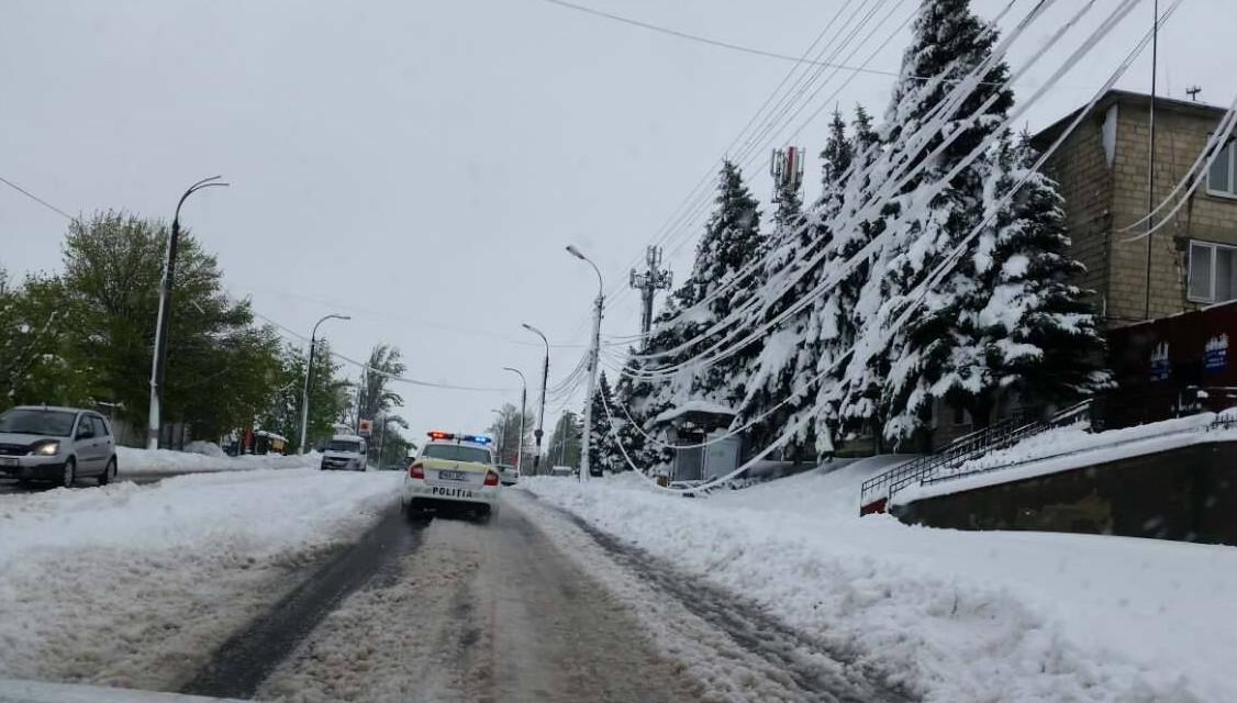Moldova pe întuneric: Peste 500 de localități sunt încă afectate de lipsa energiei electrice