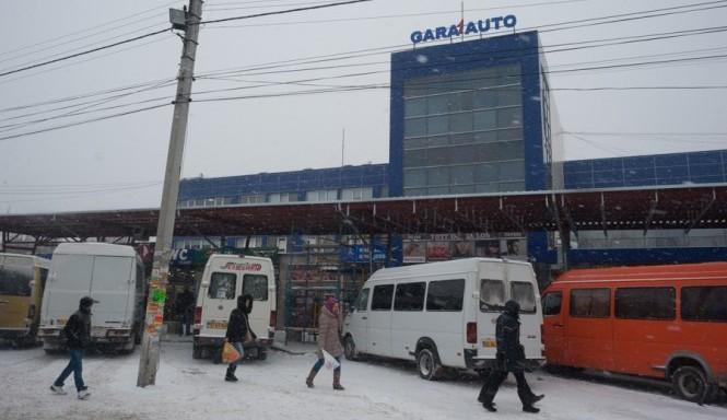 Atenție! Cursele din Gara de Centru și de Sud rămân suspendate: Mai multe porțiuni de drumuri sunt închise