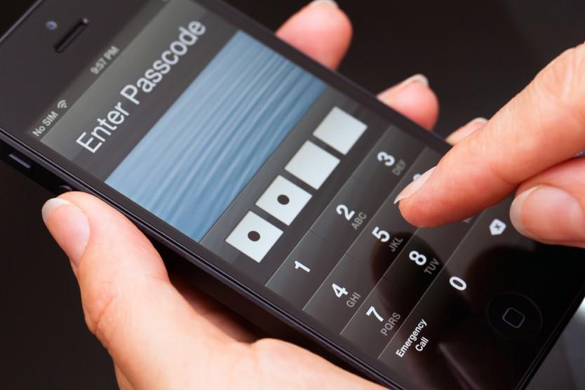 Cum îţi pot afla hackerii parolele oricând tastezi ceva pe telefon