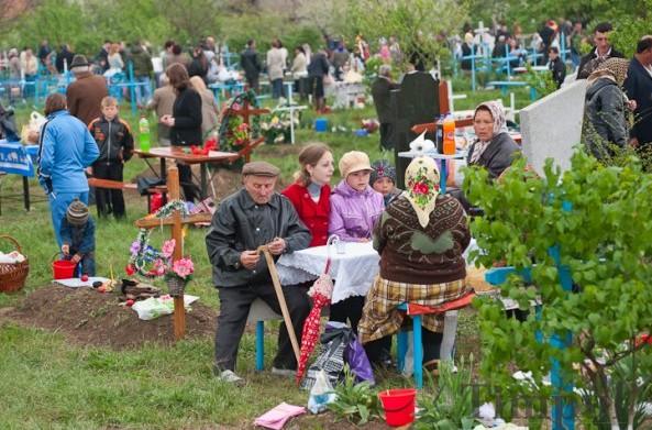 Campania Centrului de Sănătate Publică Chișinău: Cum să ne comportăm de Paștele Blajinilor
