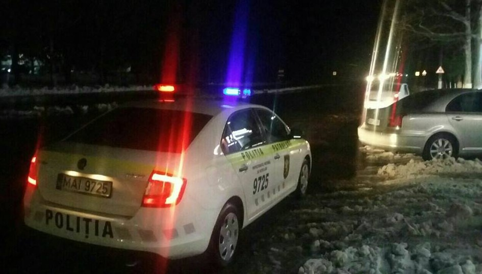 """Polițiștii de patrulare au """"vânat"""" șoferi care nu aveau mașinile echipate cu pneuri de iarnă"""