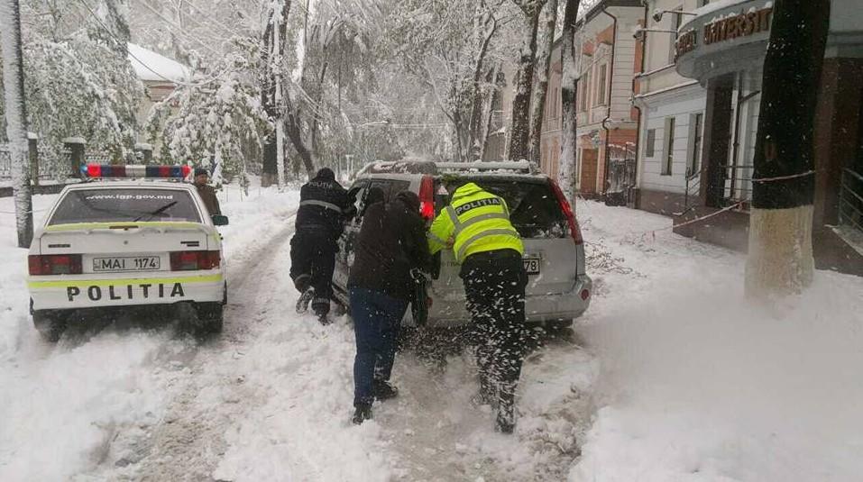 (FOTO) Polițiștii, în alertă. Peste 500 de inspectori de patrulare, dislocați pe străzi