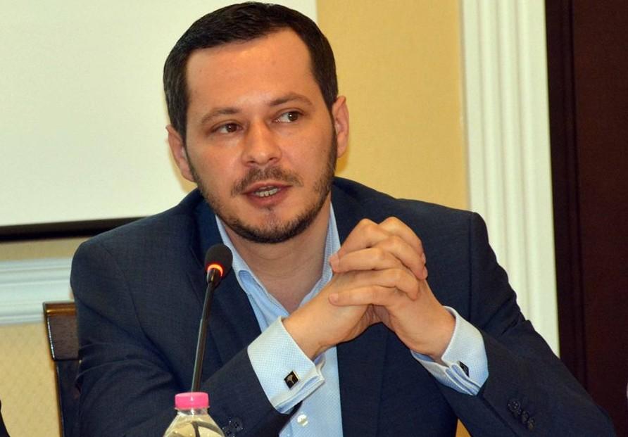 """(VIDEO) Un consilier solicită convocarea de urgență a Consiliului Municipal Chișinău: """"Să lăsăm critica și retorica politică"""""""