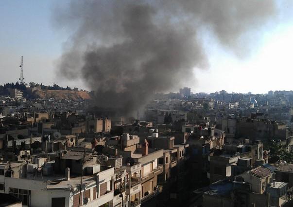 Peste 3 mii de sirieni au fost evacuați din nord-vestul Damascului.  20 de zone siriene rămân sub asediul forţelor regimului Bashar al-Assad