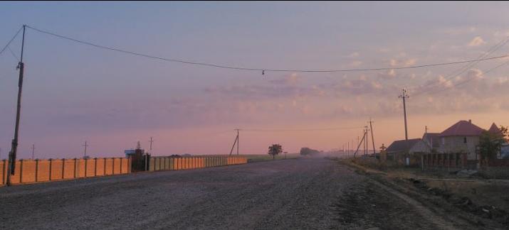 Scandal într-un sat din Republica Moldova: Pietrișul destinat unui drum a fost dus la piața privată a primarului