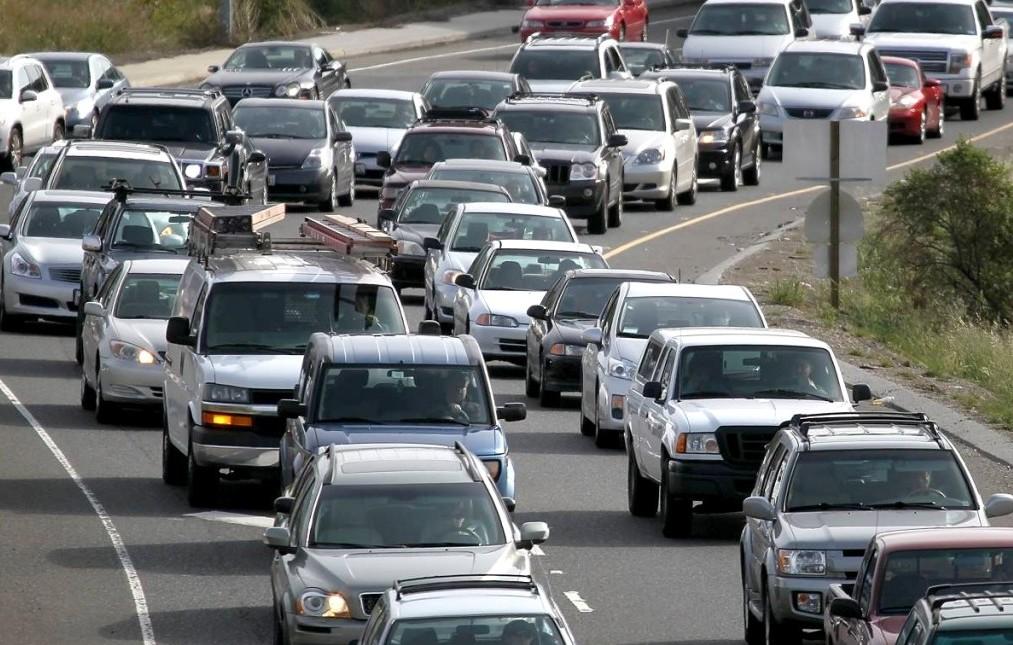Atenție, șoferi! Taxă auto mai mare pentru cei care circulă cu mașini vechi prin Europa