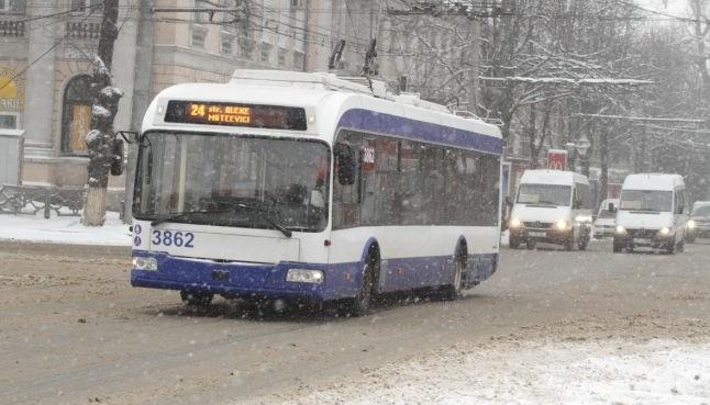 Troleibuzul 3 încă nu circulă. Restul transportului public are itinerare modificate