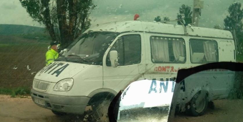 (VIDEO) Microbuze care veneau spre Chișinău, stopate de autorități, iar șoferii amendați