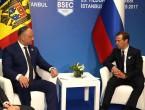 (VIDEO) Medvedev plictisit de vorbele lui Dodon? Cum a fost surprins premierul rus la întâlnirea cu președintele moldovean