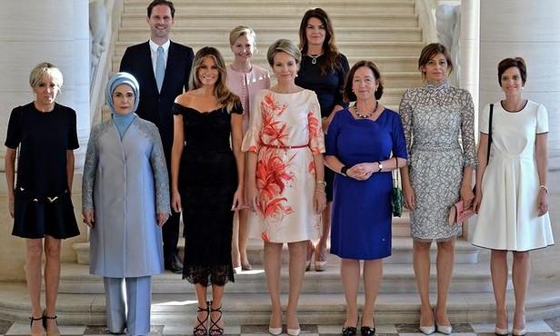 (FOTO) Scandal privind poza în care soțul premierului din Luxemburg apare printre soțiile celorlalți lideri NATO: Casa Alba l-a omis când a publicat imaginea