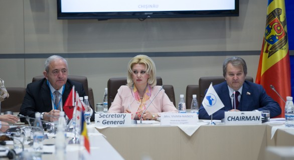 """(VIDEO) """"Let me speak from my heart!"""" sau Cât de bine vorbește engleza deputatul Violeta Ivanov"""