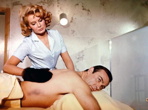 """Prima """"Bond Girl"""", care şi-a dat hainele jos pe marele ecran, s-a stins din viață"""