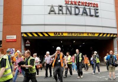 """(VIDEO) Marea Britanie: Un centru comercial din Manchester a fost evacuat; Martori vorbesc despre o """"bubuitură"""""""