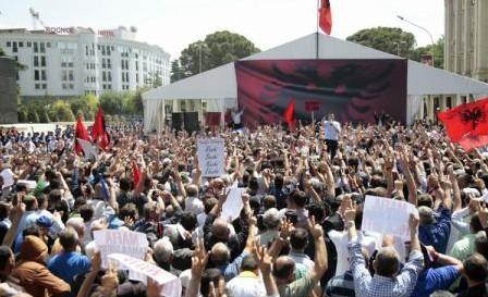 Opoziția din Albania și-a intoxicat susținătorii, în prima zi a campaniei pentru legislative
