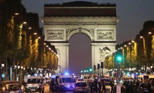 Bărbat suspectat de legături cu atentatul de pe Champs-Elysees, inculpat de procurorii de la Paris