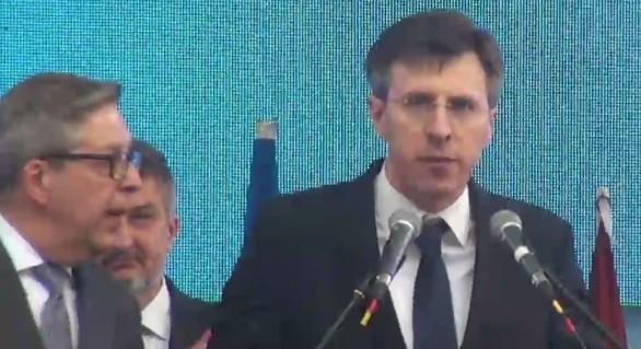 (VIDEO) Tunete și fulgere de pe scena Orășelului European: Dorin Chirtoacă, enervat cumplit pe socialiști. Pirkka Tapiola, nevoit să-l calmeze