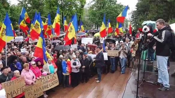 LIVE! Urmăriți protestul societății civile împotriva modificării sistemului electoral în Moldova