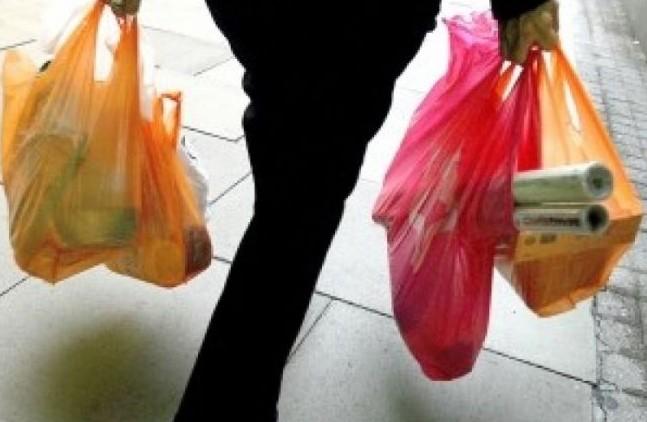 Pungile de plastic vor fi interzise în magazine: Cu ce vor fi înlocuite acestea