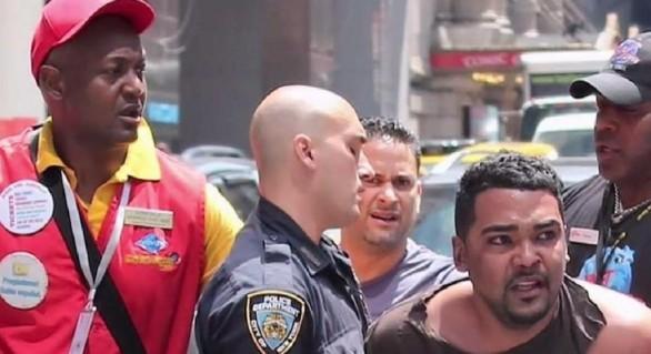 Autorul atacului din Times Square, un notar interesat de Scientologie, convins că vine sfârşitul lumii