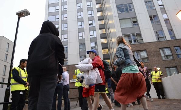 Marea Britanie: Haos și confuzie la evacuarea locatarilor din patru blocuri turn din nordul Londrei