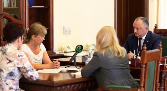 """(FOTO şi VIDEO) Igor Dodon a primit în audienţă """"secretă"""" cetăţenii! Doar un post TV """"a aflat"""" despre eveniment"""
