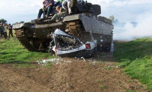 (FOTO) A luat de pe e-bay un tanc folosit în Războiul din Golf. Ceea ce a găsit în rezervor l-a îmbogăţit