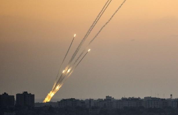 Avioane militare israeliene au lovit Gaza ca răspuns la un atac cu rachetă