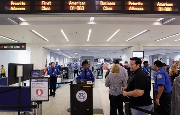 """Polițist înjunghiat pe un aeroport din SUA: FBI investighează un """"act de terorism"""""""