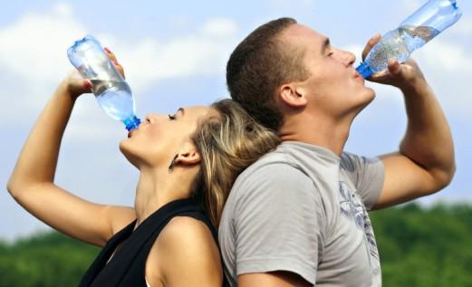 Vara organismul are nevoie de apă: 14 motive pentru a bea mai multă