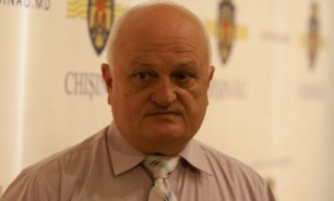 Dosarul secretarului CMC, Valeriu Didencu, trimis azi în instanţă, la o zi după plasarea în arest la domiciliu
