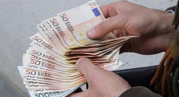 Cinci mii de euro pentru a influența un judecător. Avocat, reținut în flagrant în momentul primirii banilor