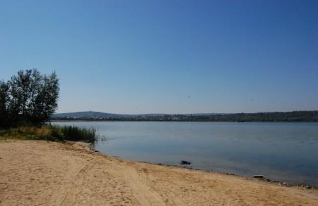Atenție! Într-un lac din apropierea Chișinăului a fost găsită o bacterie patogenă