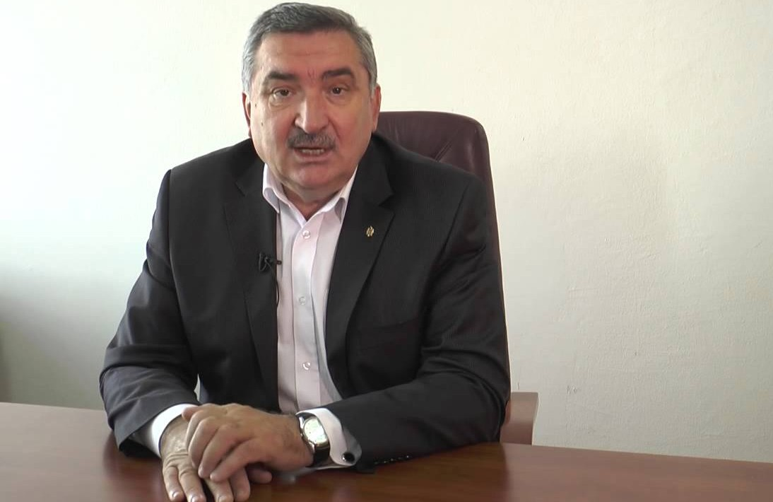 """ONG-urile de media cer demisia lui Vladimir Hotineanu din funcţia de preşedinte al Comisiei parlamentare pentru mass-media; A numit un jurnalist """"debil"""""""