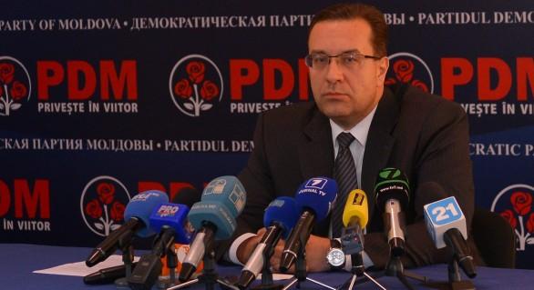 (FOTO) Fostul președinte democrat Marian Lupu, luat la pumni de un coleg de partid