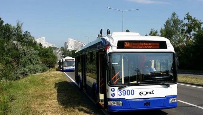 (FOTO) Orarul troleibuzelor 30 care vor circula până la Aeroportul Internațional Chișinău