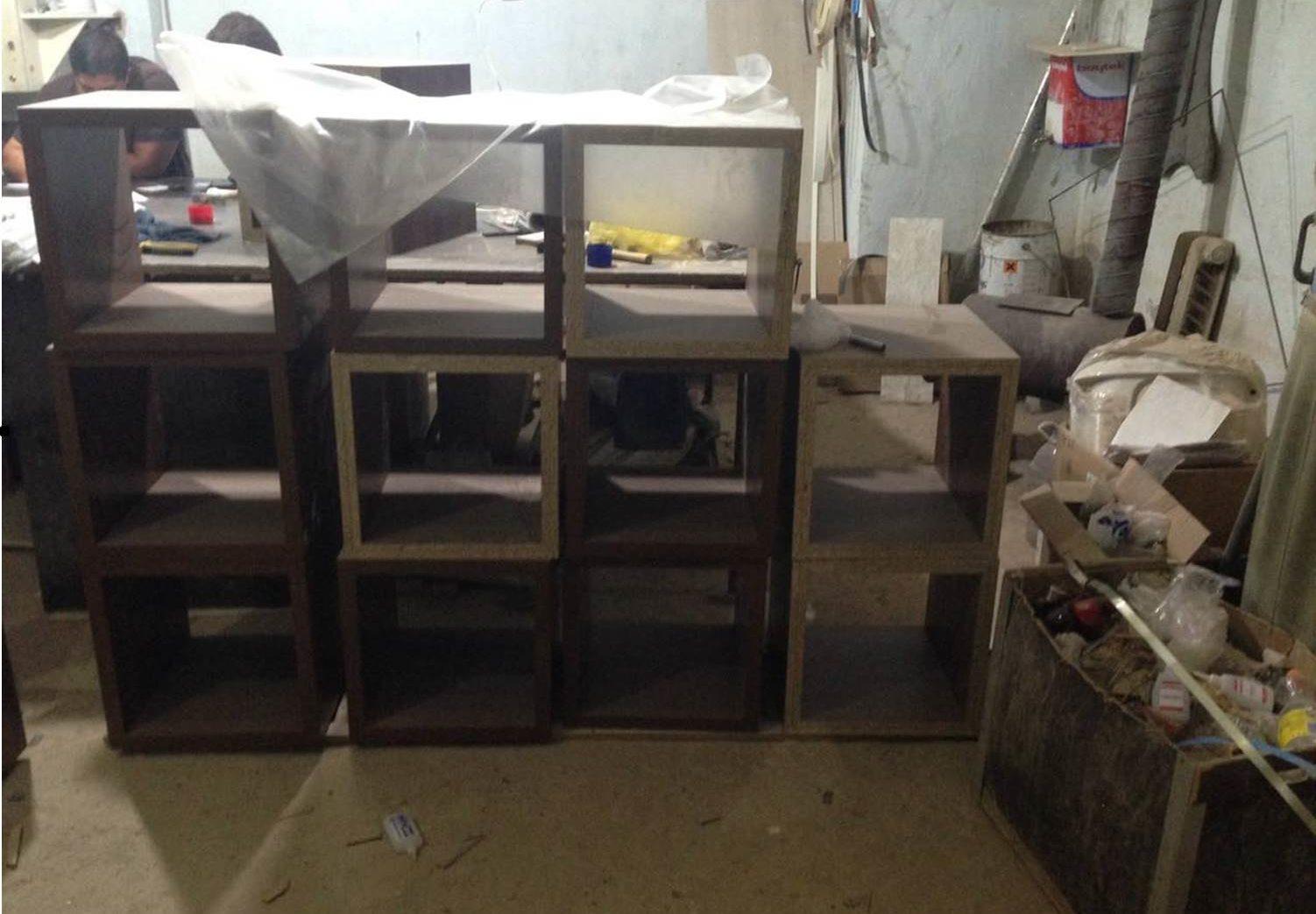 Atelier clandestin de fabricare a mobilei, descoperit într-un sector al capitalei