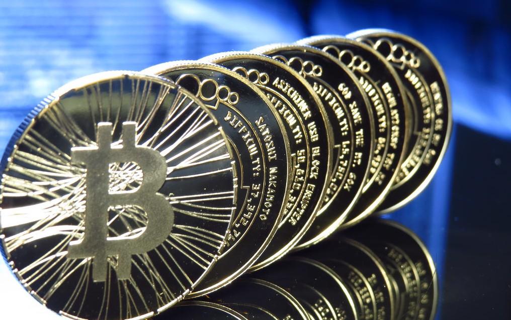 Creşterea spectaculoasă a monedei virtuale bitcoin i-a transformat pe mulţi în milionari. Cum poţi să devii bogat cu ajutorul celebrei monede