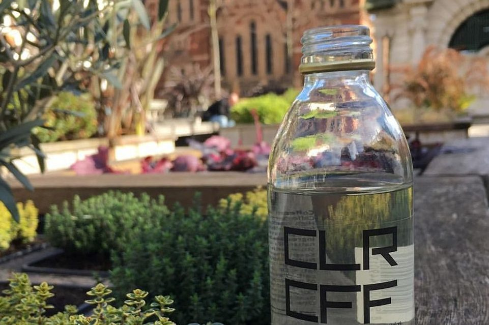 Prima cafea din lume care arată precum apa: Ce conține aceasta