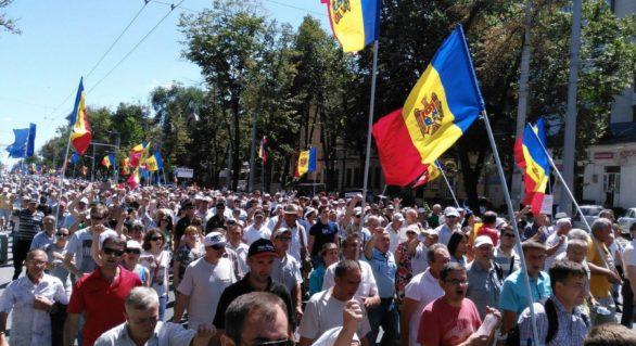 Uninominalul a scos Moldova în stradă