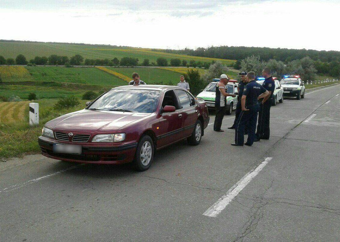Jaf ca-n filme: Doi bărbați, dintre care unul în stare de ebrietate au maltratat un șofer și i-au furat mașina