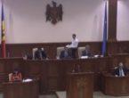 (VIDEO) De-a dreptul surmenați: Candu, Leancă și Vitiuc, serviți cu cafea chiar în prezidiul Parlamentului