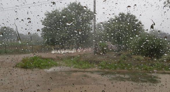 (VIDEO) Ploi torențiale și grindină în nordul țării; Meteorologii au emis cod galben