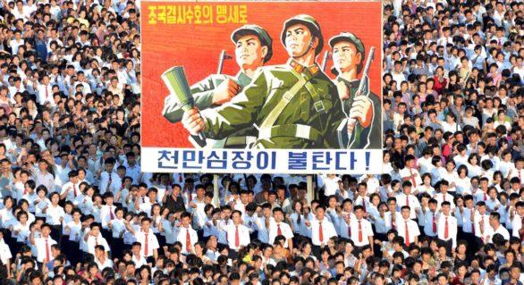 (VIDEO) Parada grandioasă în Coreea de Nord: Zeci de mii de oameni au ieșit pe străzi dintr-un motiv incredibil