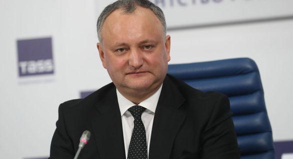 """Reacția lui Dodon la propunerea lui Plahotniuc pentru funcția de ministru al Apărării: """"Un băiat de granturi"""""""