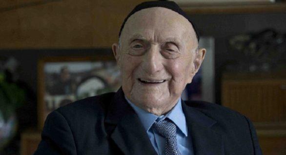 A murit cel mai bătrân bărbat din lume! Peste o lună ar fi împlinit 114 ani