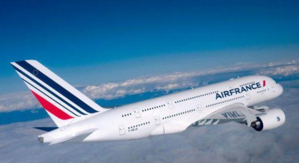 (VIDEO) Motivul pentru care majoritatea avioanelor sunt vopsite în alb