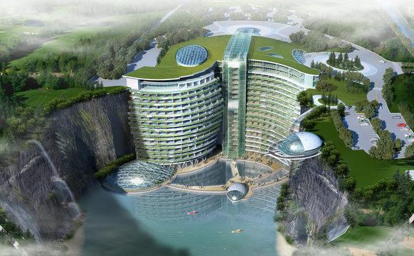 (FOTO) Hotel într-o carieră de piatră: Are propriul lac, cascade spectaculoase şi o pădure în loc de acoperiş